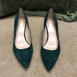 Green suede pumps, Sz 11 M